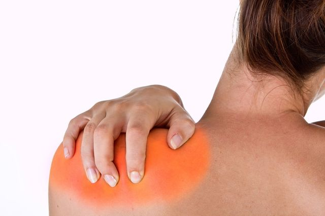 Sharp pain in shoulder and neck: what to do?
