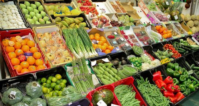 Fruits and vegetables are best to help get rid of excess weight